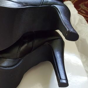 Report Shoes - Brand new in a box Reportboots, size US 6M